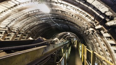 Picture of an industrial Tunnel stands for the Mining Industry of Schlemmer